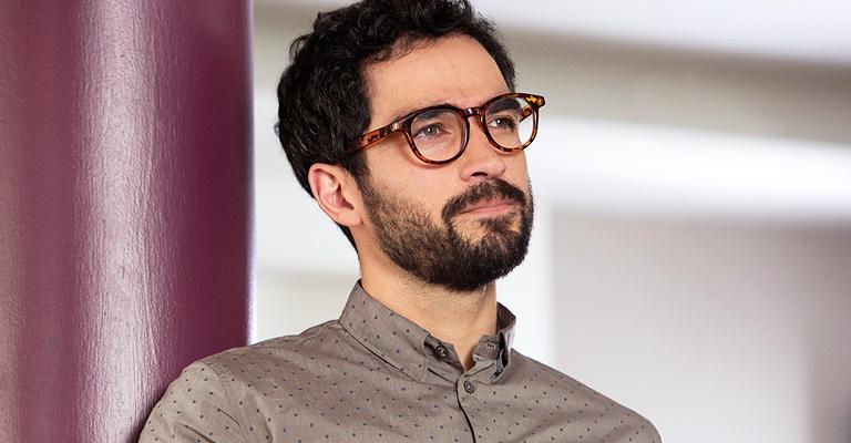 """Alfonso Herrera: """"Não faço parte do grupo de sensates, mas me sinto parte da família"""""""