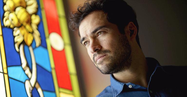 """Alfonso Herrera: """"Esta ficción sigue siendo necesaria"""""""